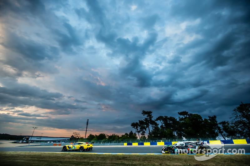 #64 Corvette Racing Corvette C7.R: Джордан Тейлор, Олівер Гевін, Томмі Мілнер, #42 Strakka Racing St