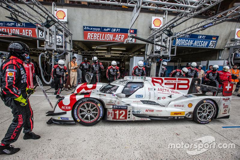 Pit stop untuk #12 Rebellion Racing Rebellion R-One: Nicolas Prost, Nick Heidfeld, Mathias Beche