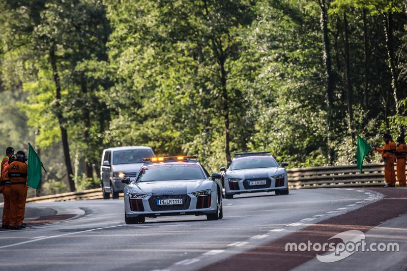 Safety-Cars gibt das Rennen wieder frei