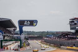 Départ : #99 Aston Martin Racing V8 Aston Martin Vantage GTE : Fernando Rees, Alex MacDowall, Richie Stanaway