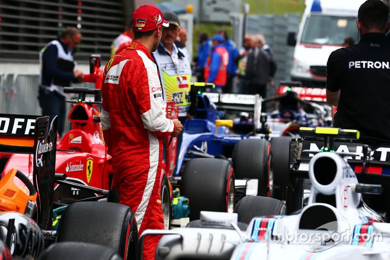 Sebastian Vettel, Ferrari, im Parc Fermé