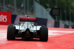 Nico Rosberg, Mercedes AMG F1 W06 runs wide