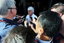 Bernie Ecclestone, con los medios de comunicación