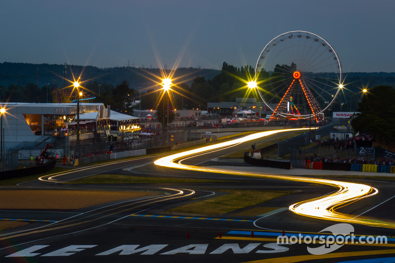 Night lights в Ле-Мане