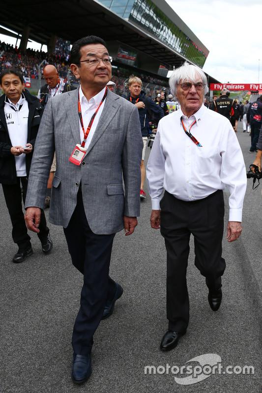 Takahiro Hachigo, Honda CEO bersama Bernie Ecclestone, di grid