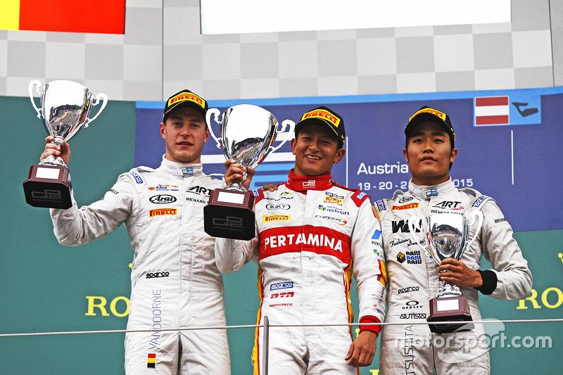 Podium: race winner Rio Haryanto, second place Stoffel Vandoorne, third place Nobuharu Matsushita