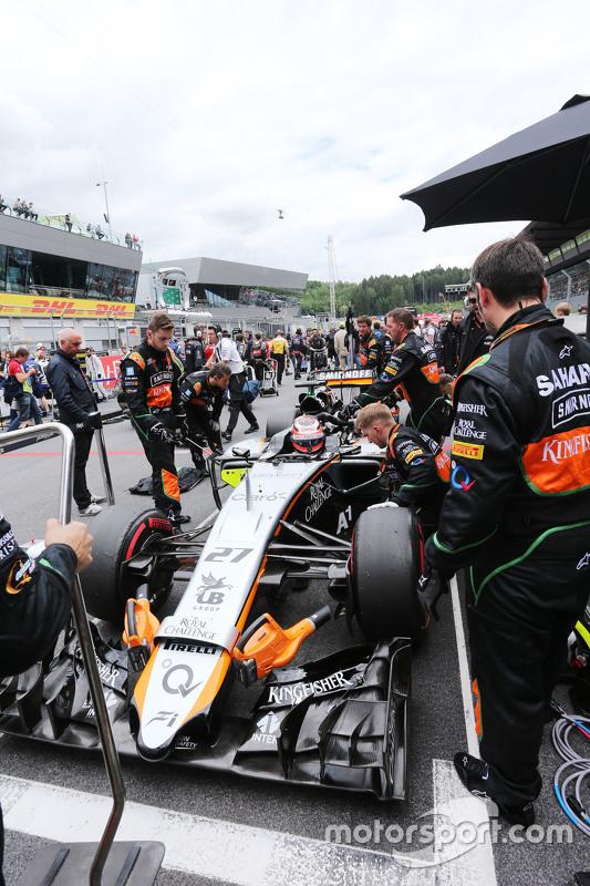 Nico Hulkenberg, Sahara Force India F1 VJM08 on the grid