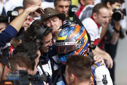 Ganador de la Carrera Oscar Tunjo, Trident celebra su victoria en el Parc Ferme
