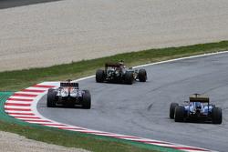Daniil Kvyat, Red Bull Racing RB11, und Felipe Nasr, Sauber C34