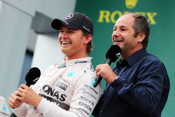 Race winner Nico Rosberg, Mercedes AMG F1 on the podium with Gerhard Berger