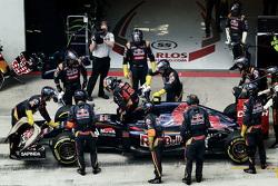 Carlos Sainz Jr., Scuderia Toro Rosso retires from the race