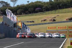 Largada de la carrera 1 de la Porsche GT3 Challenge en Vello Cittá
