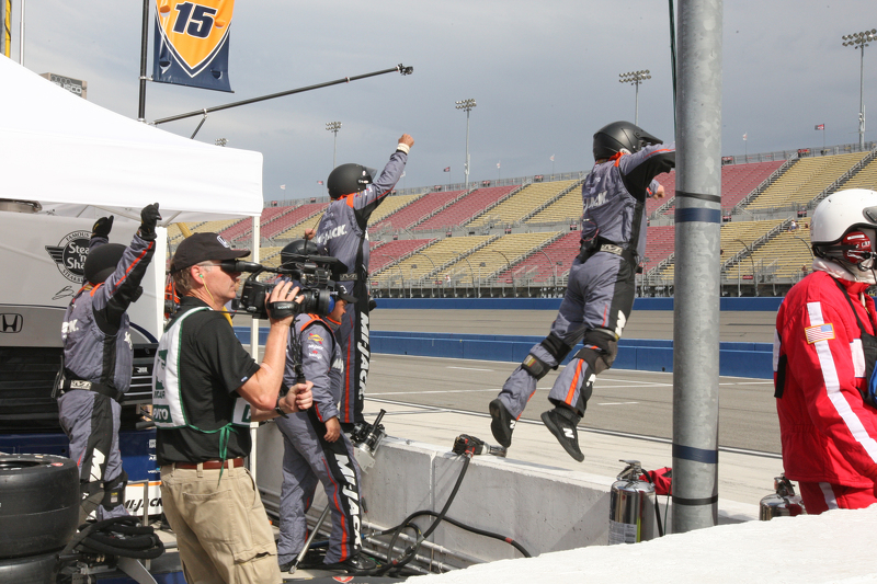 Rahal Letterman Lanigan Racing feiert als Graham Rahal die Ziellinie überquert
