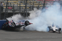 Takuma Sato, A.J. Foyt Enterprises Honda and Will Power, Team Penske Chevrolet crash
