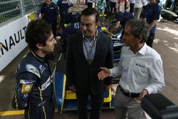 Nicolas Prost, e.dams-Renault y Carlos Ghosn con Alain Prost