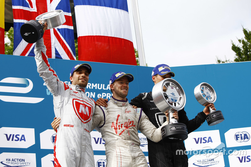 Podium: 2. Jérôme d'Ambrosio, Dragon Racing; 1. Sam Bird, Virgin Racing, und 3. Loic Duval, Dragon Racing