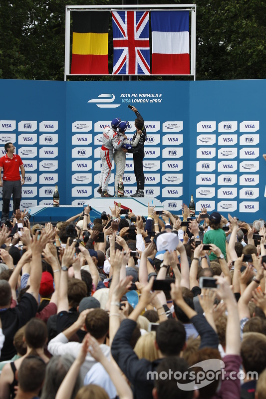 Podium: tweede plaats Jérôme d'Ambrosio, Dragon Racing en winnaar Sam Bird, Virgin Racing en derde p