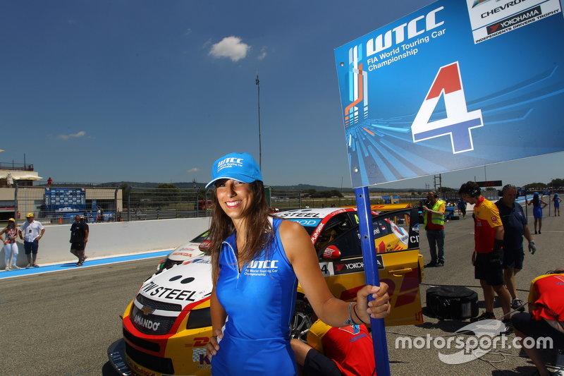 Das Gridgirl von Tom Coronel, Chevrolet RML Cruze TC1, ROAL Motorsport