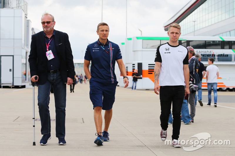 Didier Coton, Manajer pembalap bersama Antti Vierula, pelatih pribadi dan Kevin Magnussen, pembalap
