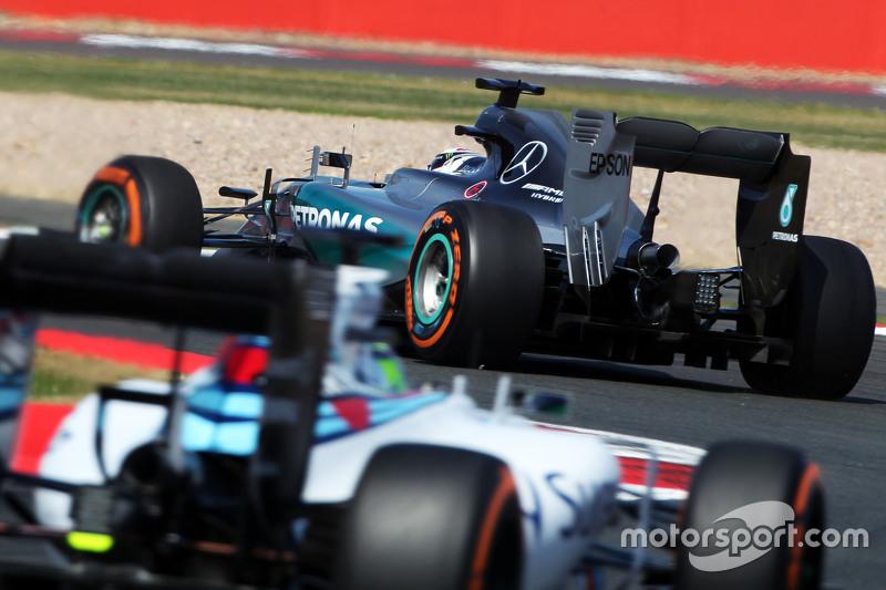 Lewis Hamilton, Mercedes AMG F1 W06, vor Felipe Massa, Williams FW37