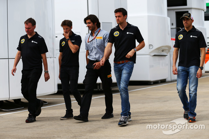 Alan Permane, Lotus F1 Team Trackside Operations Director bersama Romain Grosjean, Lotus F1 Team; Pi