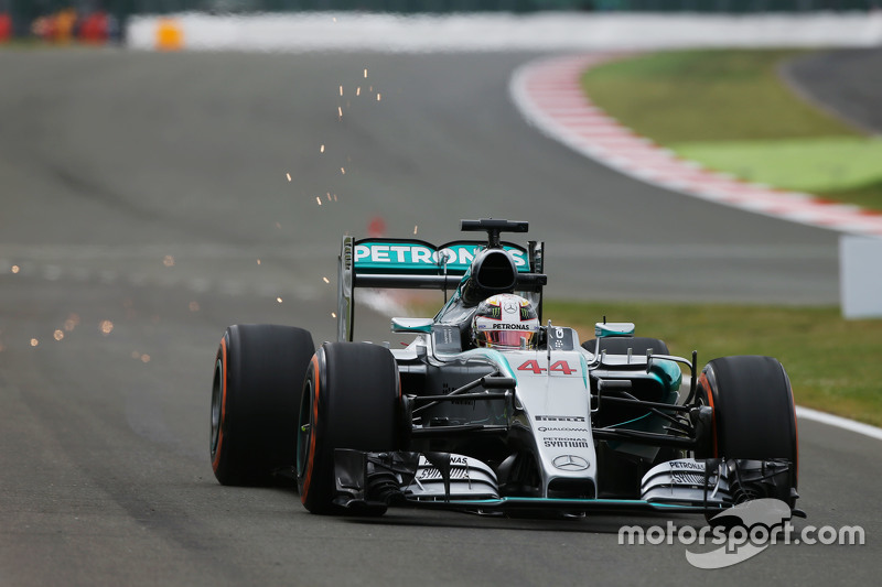 Lewis Hamilton, Mercedes AMG F1 W06 sends sparks flying