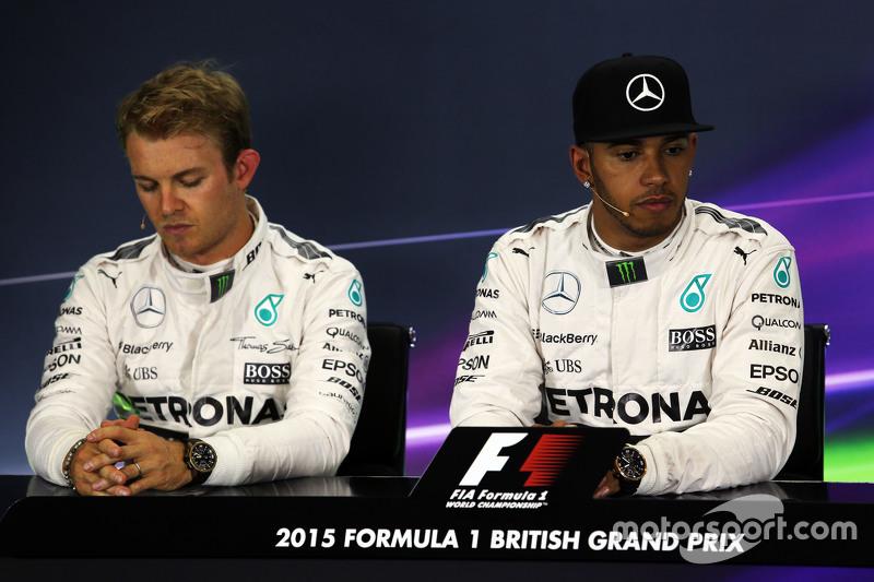 Nico Rosberg und Lewis Hamilton, Mercedes AMG F1, in der FIA-Pressekonferenz