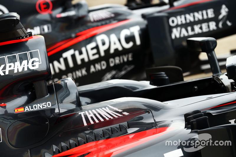 McLaren MP4-30 von Fernando Alonso, McLaren, und Jenson Button, McLaren