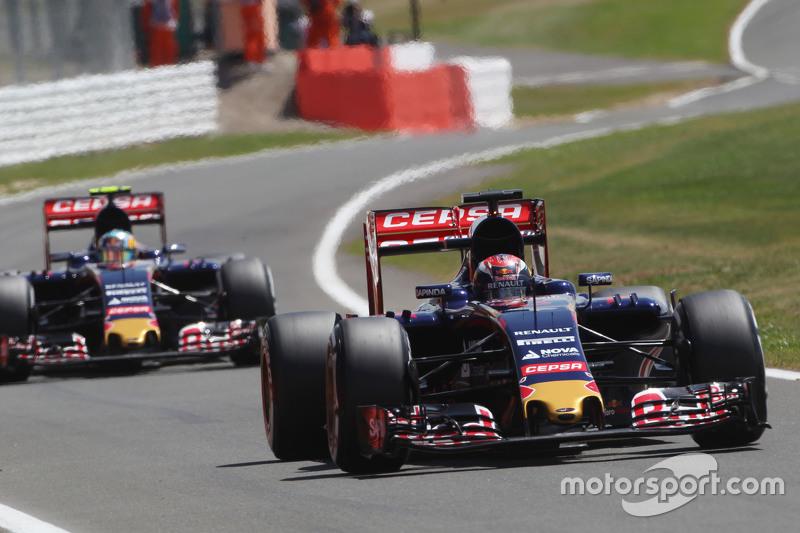Макс Ферстаппен, Scuderia Toro Rosso STR10 лідирує товариш по команді Карлос Сайнс мол., Scuderia T