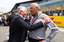 Derek Warwick, met Ron Dennis, McLaren op de grid