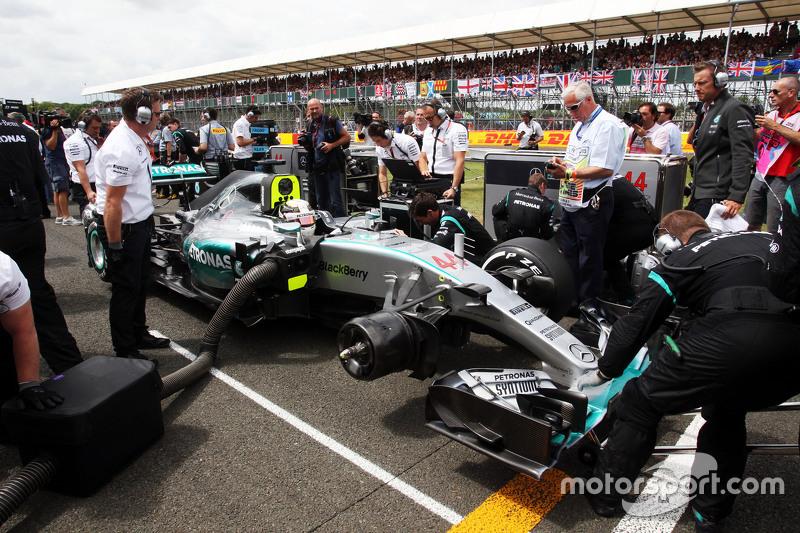 Lewis Hamilton, Mercedes AMG F1 W06, in der Startaufstellung