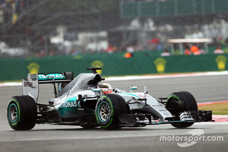 Lewis Hamilton, Mercedes AMG F1 W06 in the rain.
