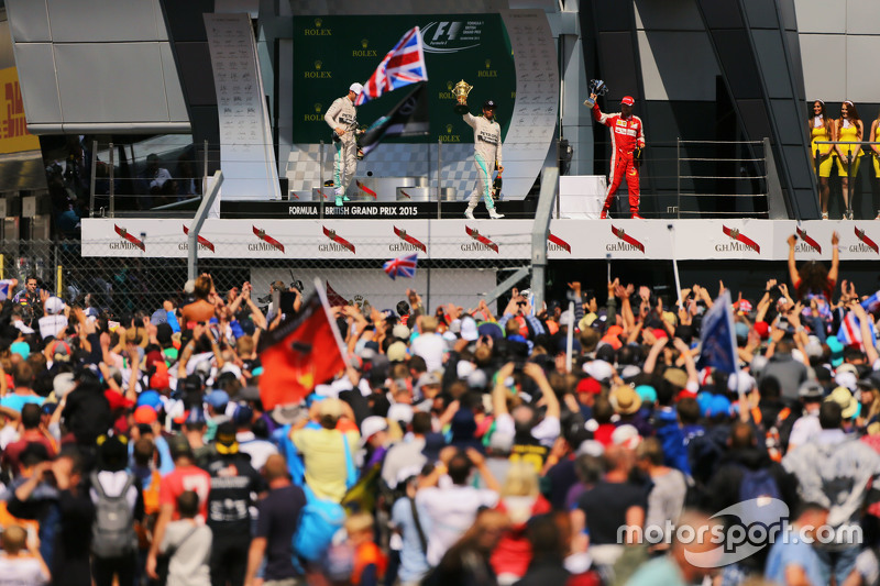 Das Podium: 2. Nico Rosberg, Mercedes AMG F1; 1. Lewis Hamilton, Mercedes AMG F1; 3. Sebastian Vette
