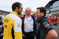 Cyril Abiteboul, Renault Sport F1 Managing Director with Dr Helmut Marko, Red Bull Motorsport Consultant and Christian Horner, Red Bull Racing Team Principal on the grid