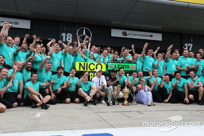 Race winner Lewis Hamilton, Mercedes AMG F1 celebrates with team mate Nico Rosberg, Mercedes AMG F1,