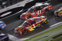 Kurt Busch, Stewart-Haas Racing Chevrolet and Jamie McMurray, Chip Ganassi Racing Chevrolet