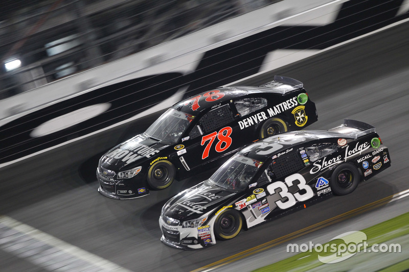 Martin Truex jr., Furniture Row Racing, Chevrolet, und Brian Scott, Richard Childress Racing, Chevro