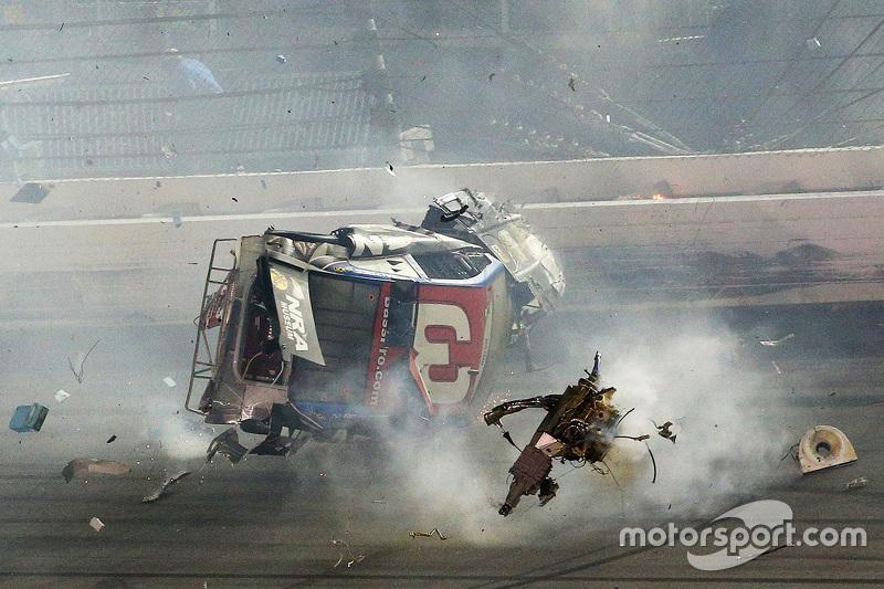 Austin Dillon, Richard Childress Racing Chevrolet mengalami kecelakaan fatal saat finis
