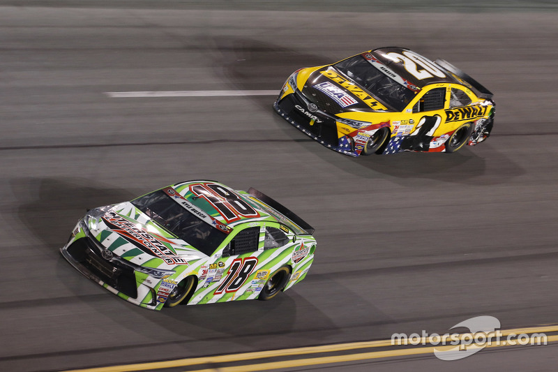Kyle Busch, Joe Gibbs Racing Toyota, dan Matt Kenseth, Joe Gibbs Racing Toyota