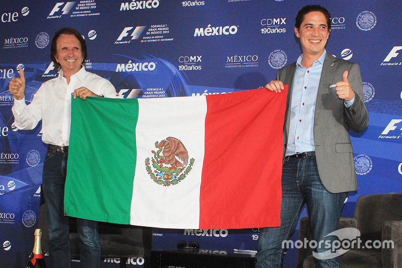 Emerson Fittipaldi named Mexican GP race ambassador, celebrates with Rodrigo Sanchez