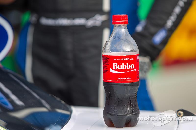 Penyegaran Darrell Wallace Jr dengan Coca Cola