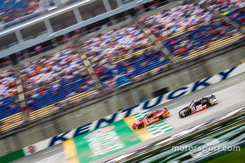 Кріс Бюшер, Roush Fenway Racing Ford та Джей Джей Йелі, JGL Racing Toyota