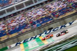 Chris Buescher, Roush Fenway Racing Ford dan J.J. Yeley, JGL Racing Toyota