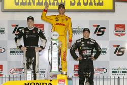 Podio: el ganador, Ryan Hunter-Reay, Andretti Autosport Honda, segundo clasificado Josef Newgarden,