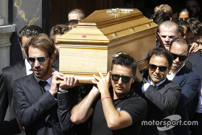 Jean-Eric Vergne, Felipe Massa, Pastor Maldonado carry the casket of Jules Bianchi