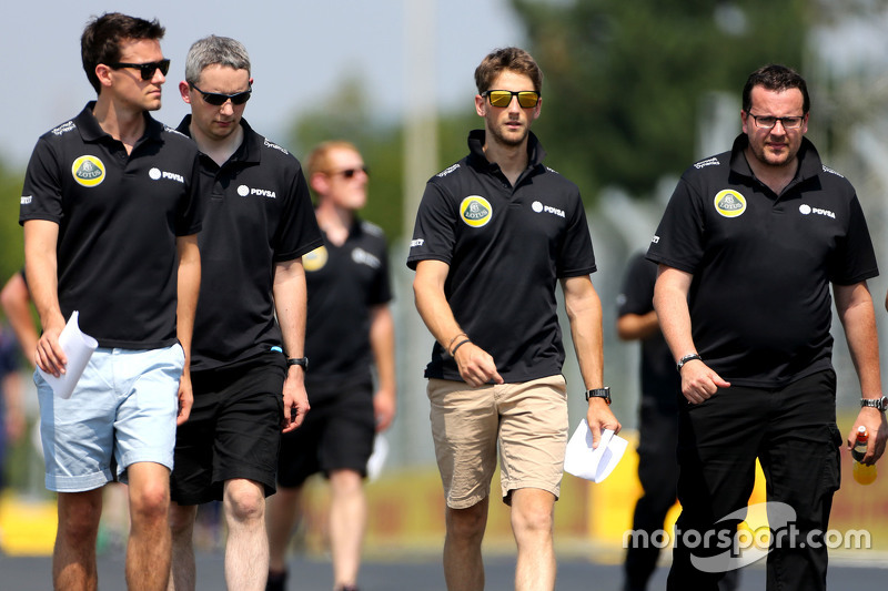 Jolyon Palmer, Lotus F1 Team, Romain Grosjean, Lotus F1 Team e Julien Simon-Chautemps, engenheiro de Romain Grosjean, Lotus F1 Team