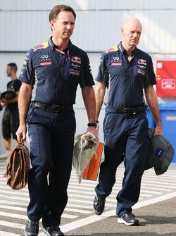 Кристиан Хорнер, руководитель команды Red Bull Racing и Эдриан Ньюи, технический директор Red Bull R