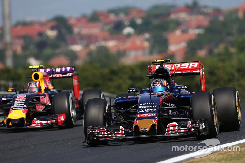 Carlos Sainz Jr., Scuderia Toro Rosso STR10 dan Daniil Kvyat, Red Bull Racing RB11