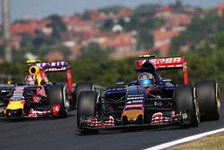 Carlos Sainz Jr., Scuderia Toro Rosso STR10 en Daniil Kvyat, Red Bull Racing RB11