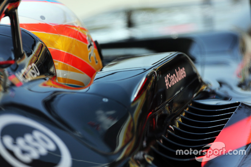 Fernando Alonso, McLaren MP4-30 with a tribute to Jules Bianchi